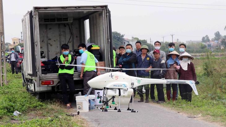 Aviones fumigadores no tripulados, una innovadora solución para la producción agrícola de Vietnam - ảnh 2