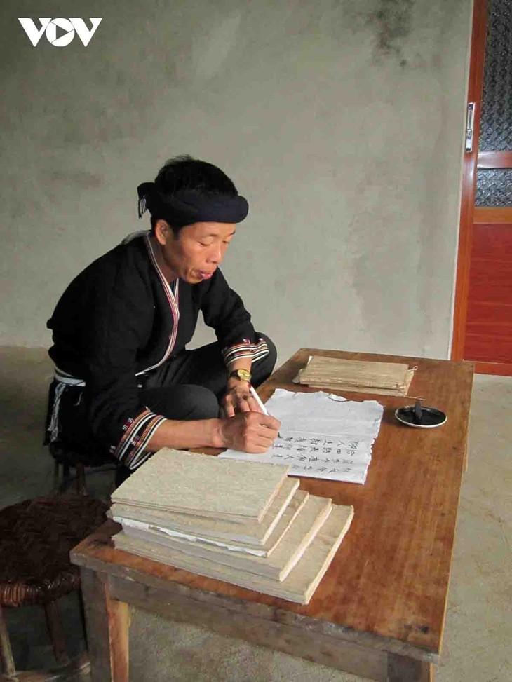 La etnia Dao preserva su escritura gracias a los aportes de un maestro - ảnh 1