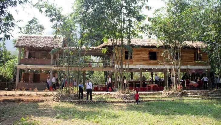 Familias de la etnia Co Tu en Da Nang prospera con el modelo de turismo comunitario - ảnh 1