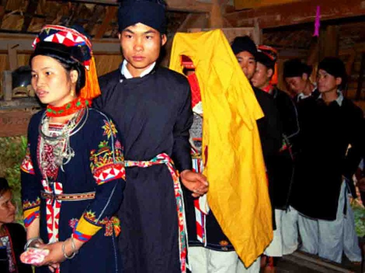 La singularidad de las bodas de la etnia Cao Lan en Quang Ninh - ảnh 1