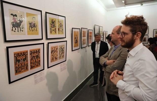 Exposición presenta pinturas tradicionales y contemporáneas de Dong Ho - ảnh 1