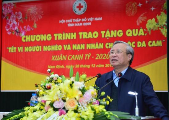 Entregan regalos de Tet a los necesitados en provincia de Nam Dinh - ảnh 1