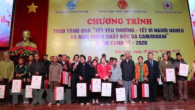 Entregan regalos de Tet a trabajadores necesitados en Bac Ninh - ảnh 1