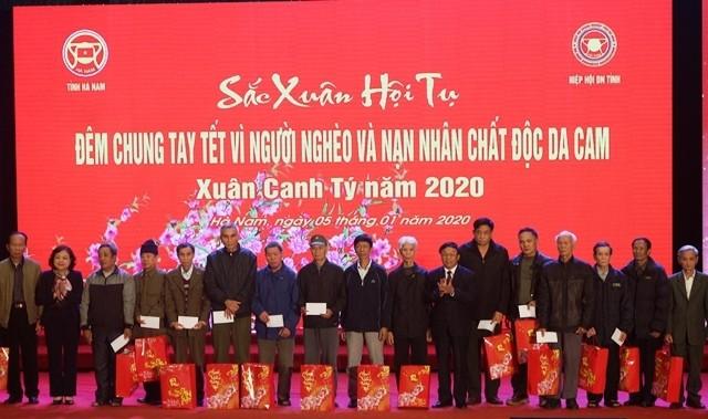 Por un Tet feliz de los necesitados en Ha Nam - ảnh 1