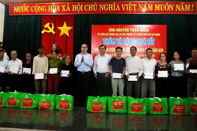 Más regalos del Tet para necesitados en Vietnam - ảnh 1