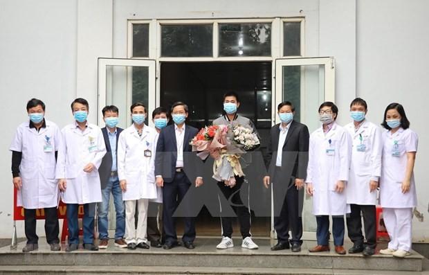 Dado de alta paciente número 18 con coronavirus en Vietnam  - ảnh 1