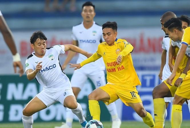 Medios asiáticos alaban el regreso del fútbol profesional de Vietnam - ảnh 1