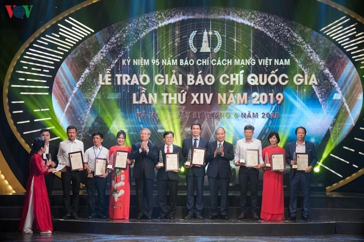 Entregan premios nacionales de prensa 2020 - ảnh 1