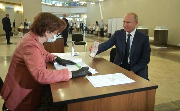 Los rusos votan por el futuro del país  - ảnh 1