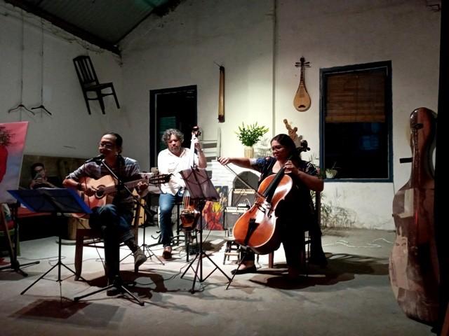 Disfrutar de melodías instrumentales de América Latina en un espacio antiguo de Hanói - ảnh 1