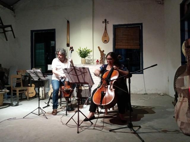 Disfrutar de melodías instrumentales de América Latina en un espacio antiguo de Hanói - ảnh 2