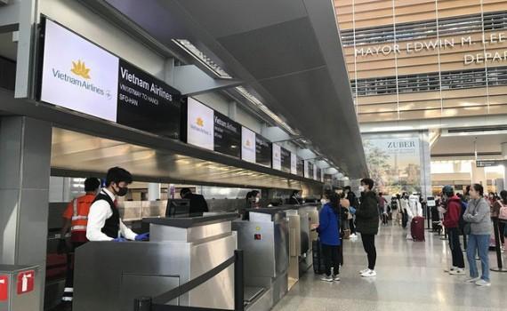 Está por llegar a Vietnam el cuarto vuelo con conciudadanos repatriados desde Estados Unidos - ảnh 1