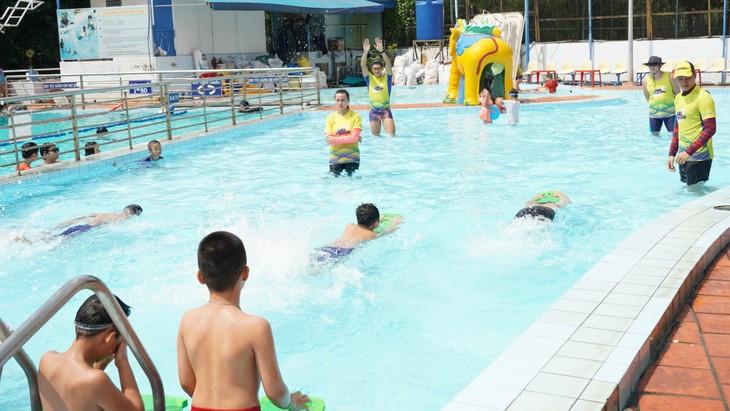 Clases de natación gratuitas para niños desfavorecidos en Ciudad Ho Chi Minh - ảnh 1