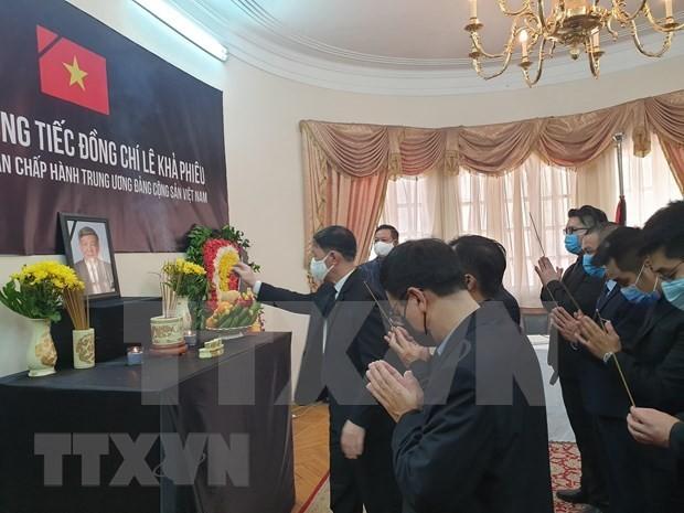 Embajadas de Vietnam en el extranjero rinden tributo póstumo al exdirigente Le Kha Phieu - ảnh 1