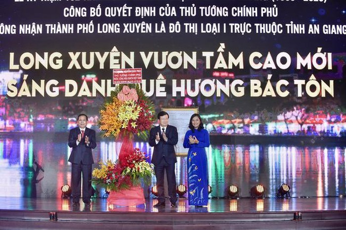Long Xuyen es oficialmente ciudad de clase I de la provincia de An Giang - ảnh 1
