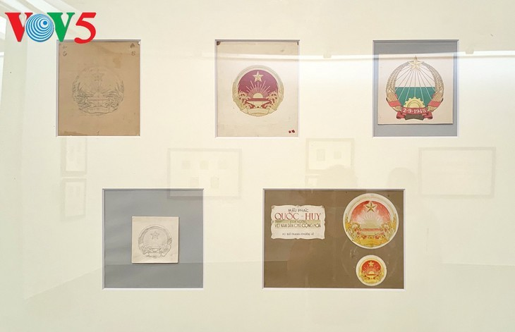 Exhibición sobre la historia del emblema nacional de Vietnam   - ảnh 8