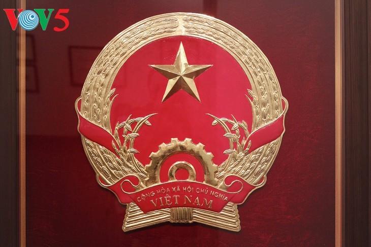 Exhibición sobre la historia del emblema nacional de Vietnam   - ảnh 9