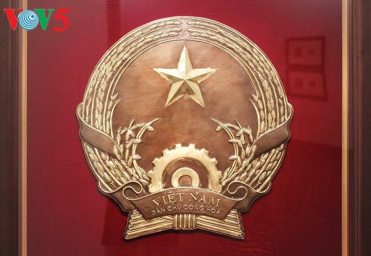 Exhibición sobre la historia del emblema nacional de Vietnam   - ảnh 3