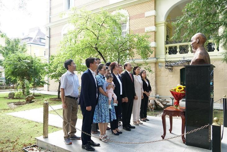 Conmemoran el Día Nacional de Vietnam en el extranjero - ảnh 1