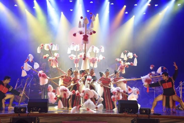 Un concurso de música que enaltece los valores folclóricos de Vietnam - ảnh 2