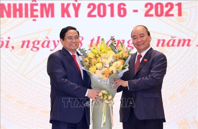 Celebran ceremonia de traspaso de funciones al nuevo primer ministro de Vietnam  - ảnh 1