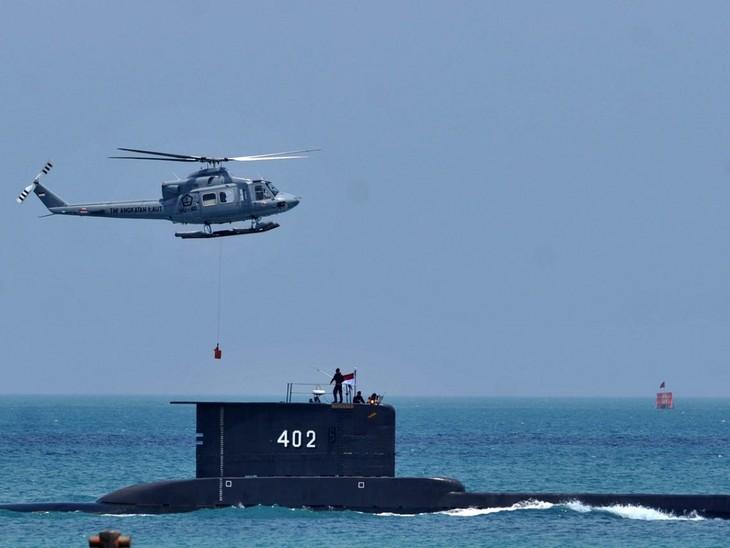 Indonesia trabaja contrarreloj en busca del submarino accidentado - ảnh 1
