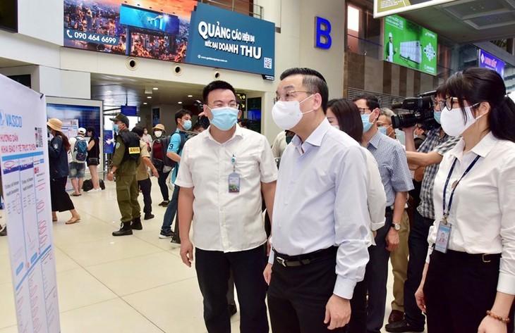 Localidades vietnamitas fortalecen medidas preventivas contra el covid-19 - ảnh 1