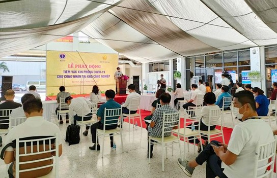 Implementan programa de vacunación a trabajadores en parques industriales de Vietnam - ảnh 1