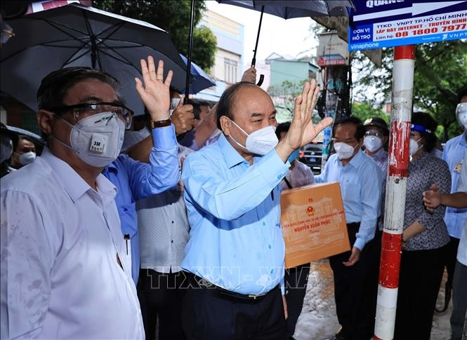 El presidente de Vietnam alienta al pueblo de Ciudad Ho Chi Minh en el combate contra el covid-19 - ảnh 1