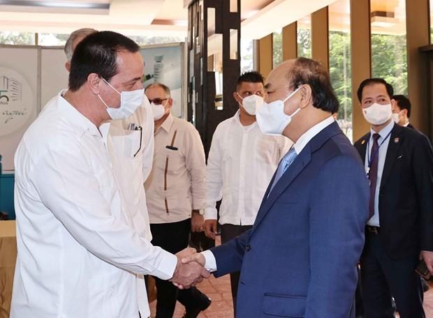 Presidente vietnamita visita el Centro de Ingeniería Genética y Biotecnología en Cuba - ảnh 1