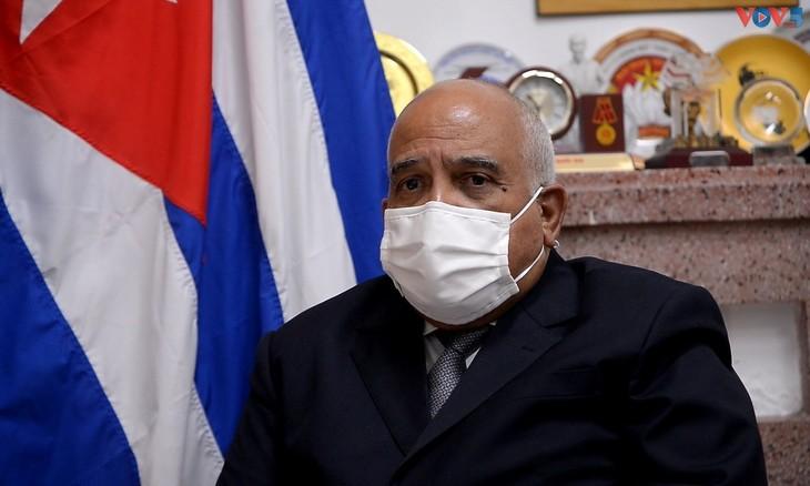 Embajador de Cuba en Vietnam: Las relaciones entre los dos países se fortalecen durante la pandemia - ảnh 1