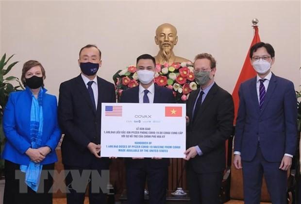 Vietnam recibe simbólicamente 1,5 millones de dosis de vacuna anticovid-19 - ảnh 1
