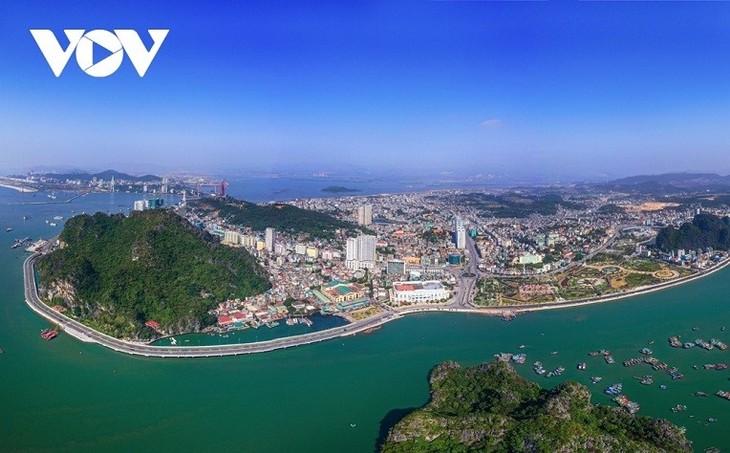 Quang Ninh considera recibir a turistas en la nueva normalidad - ảnh 1