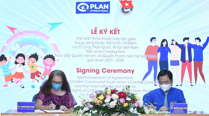Firman acuerdo para promover derechos de niños y jóvenes vietnamitas  - ảnh 1