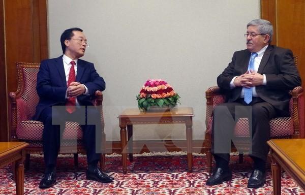 阿尔及利亚总理希望与越南加强合作 - ảnh 1