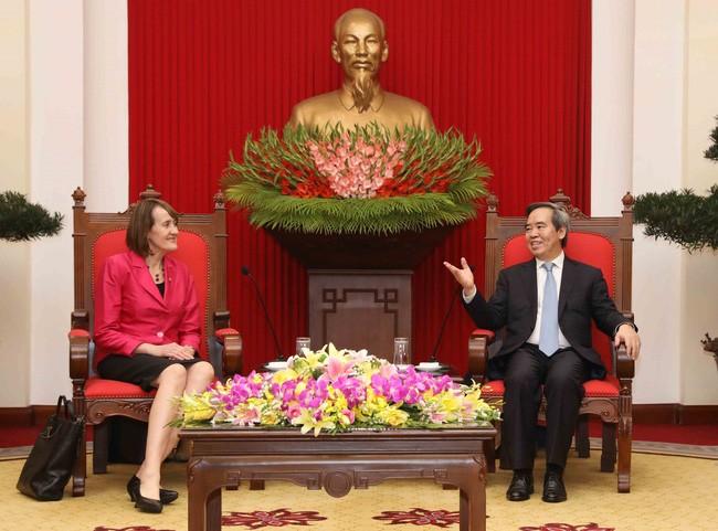 越共中央经济部部长阮文平会见加拿大气候变化大使富勒 - ảnh 1