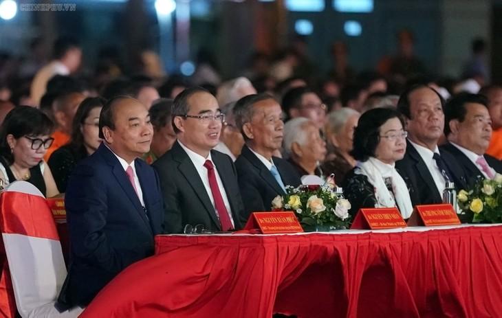 阮春福出席茶荣省建省120周年纪念会 - ảnh 1