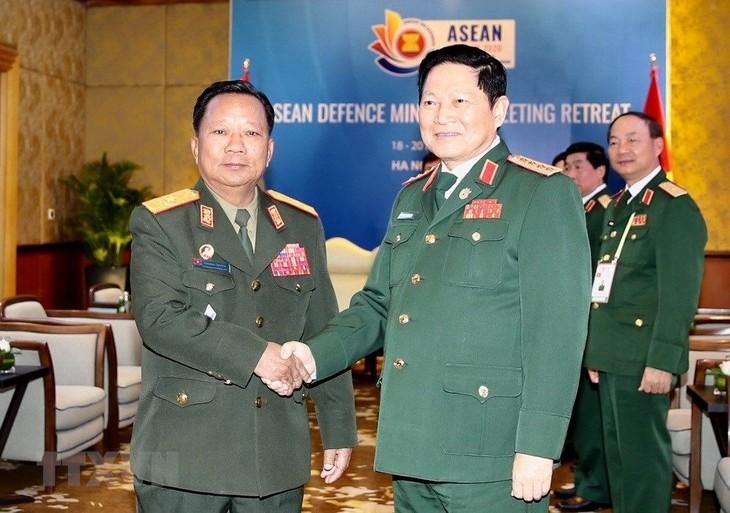 越南国防部部长吴春历会见老挝和澳大利亚国防部长 - ảnh 1