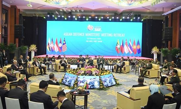 2020年东盟防长非正式会议举行全体会议 - ảnh 1
