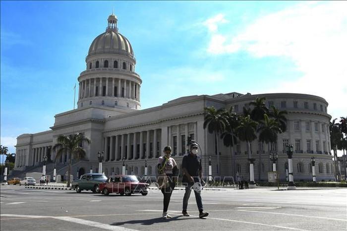 向古巴领导人转交越共中央总书记、国家主席阮富仲的信件 - ảnh 1