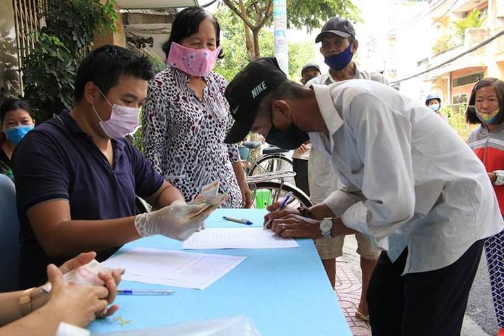阮春福:及时、正确帮扶受新冠肺炎疫情影响居民 - ảnh 1