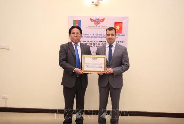 越南向阿塞拜疆捐赠1万只医用口罩 - ảnh 1