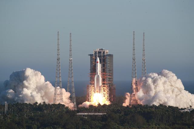 中国成功发射长征五号B火箭 - ảnh 1