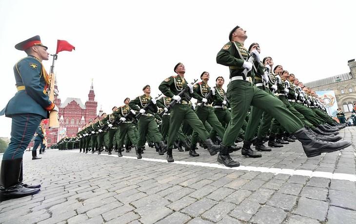 普京宣布:纪念卫国战争胜利75周年的红场阅兵将于6月24日举行 - ảnh 1