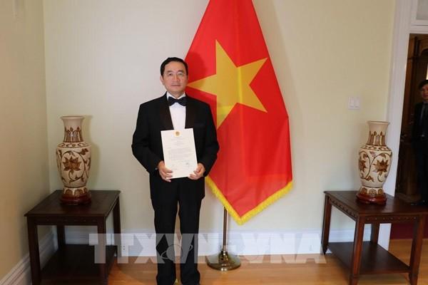 越南驻加拿大大使范高峰向加拿大总督朱莉•帕耶特递交国书 - ảnh 1