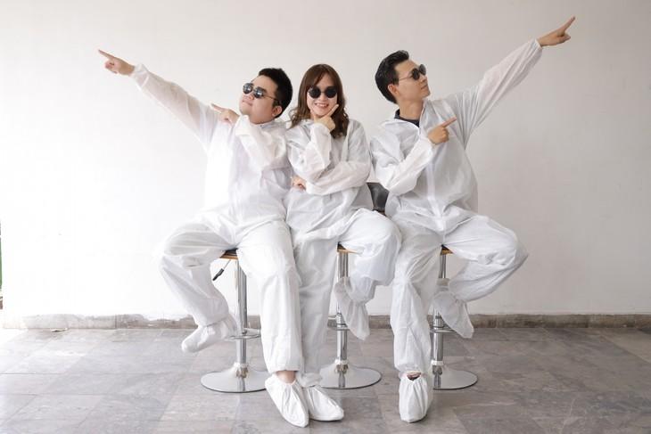 医务人员演唱《新冠花花公子》,宣传5K原则 - ảnh 1