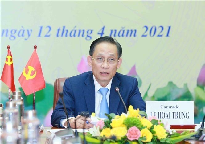 向中国共产党通报越共13大结果的视频会议举行 - ảnh 1