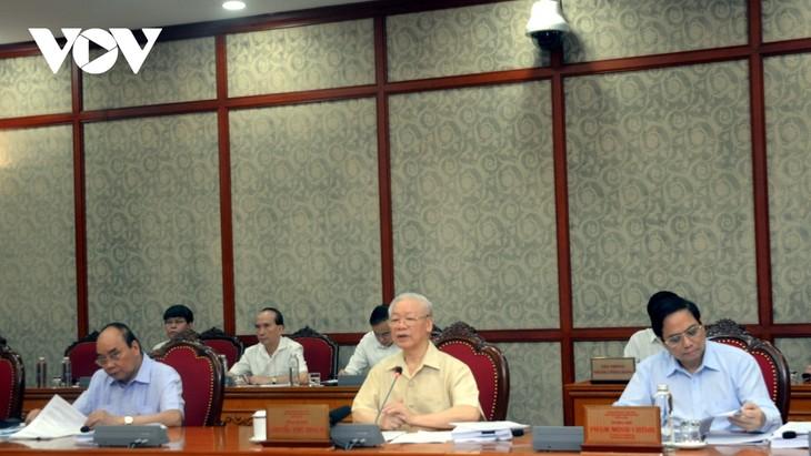 阮富仲主持政治局会议 讨论2021年经济社会发展计划实施情况及2022年计划 - ảnh 1