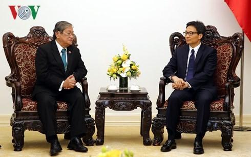 Vu Duc Dam reçoit le ministre cambodgien de l'Information - ảnh 1