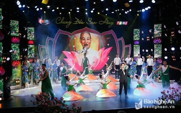Duplex télévisé célébrant le 128e anniversaire du président Hô Chi Minh - ảnh 1